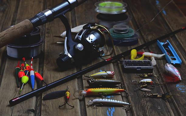 ジョンフィッシングタックル-釣り竿、ジョンフィッシングライン、フックと人を魅了する富裕 - 釣り ストックフォトと画像