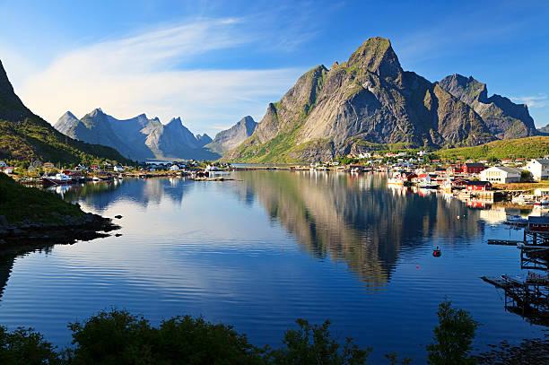Aldeia de pescadores Reine, Noruega - foto de acervo