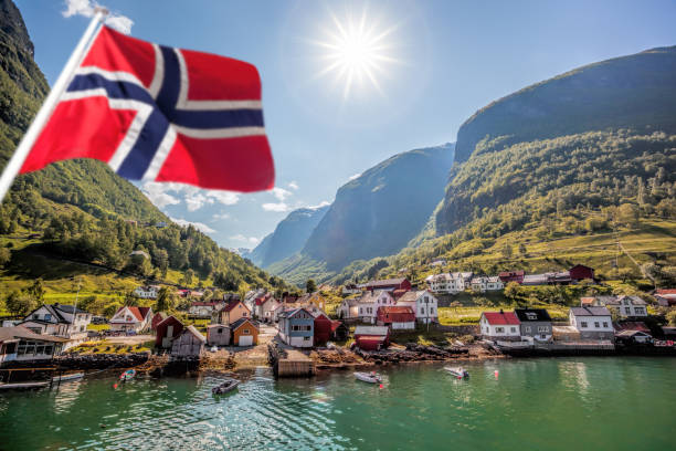 fishing village undredal close the fjord near the flam in norway - norwegen fahne stock-fotos und bilder