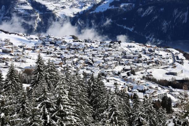 fiss, tirol, österreich - fiss tirol stock-fotos und bilder
