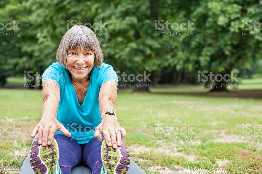 Fit elderly woman exercising in park – Foto