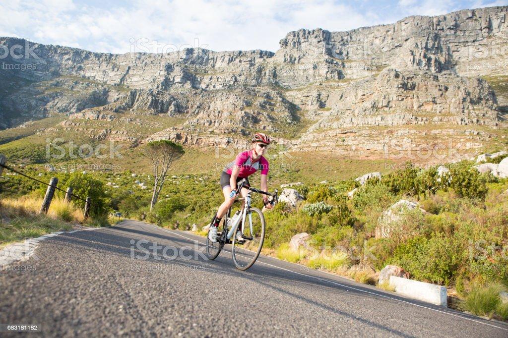 그녀의로 자전거에 맞는 여성 사이클 royalty-free 스톡 사진