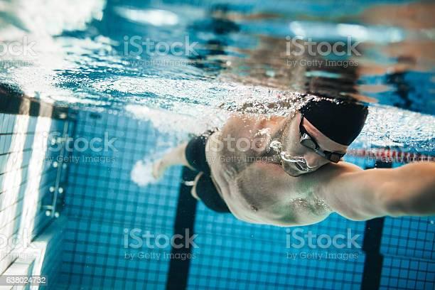 Fit Schwimmer Ausbildung In Den Swimmingpool Stockfoto und mehr Bilder von Schwimmen
