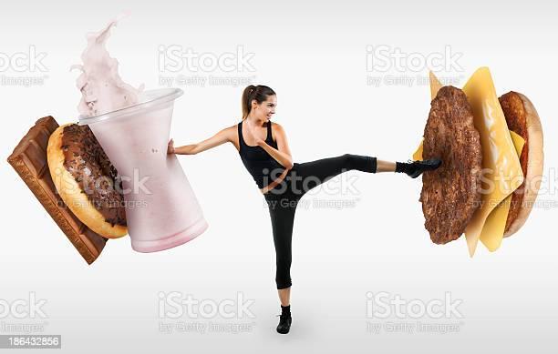 Fit Mujer Joven Luchando De Comida Rápida Foto de stock y más banco de imágenes de Adolescente