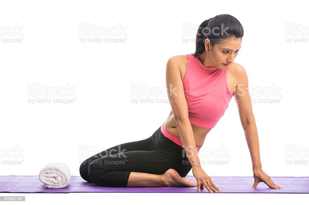 Passen Junge Frauen Yoga Machen Beim Training Auf Dem Boden