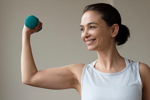 Fitness Thuis Stockfoto en meer beelden van 40-49 jaar