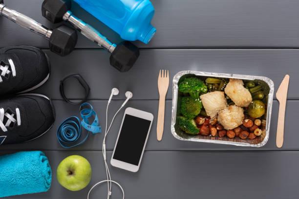 fitness hintergrund, sportgeräte, gesunde ernährung - sportlichkeit stock-fotos und bilder