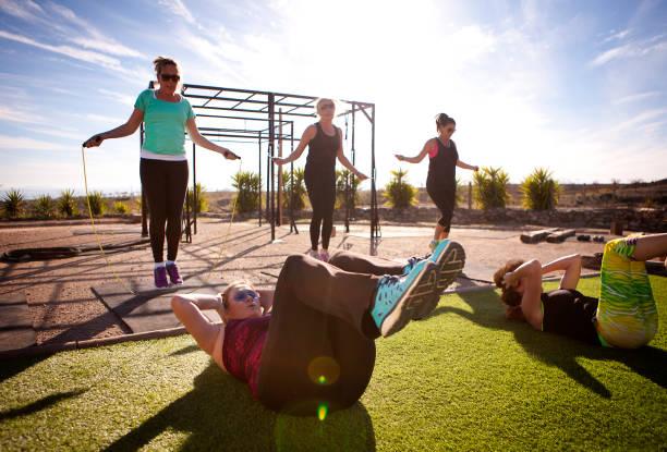 Fitness-Klasse in der Sonne – Foto