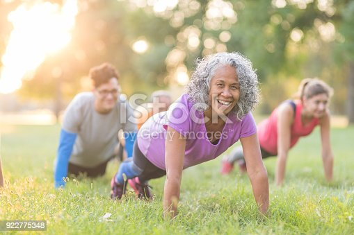 istock Fitness Class Outside 922775348