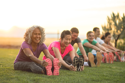 istock Fitness Class Stretching 889045800