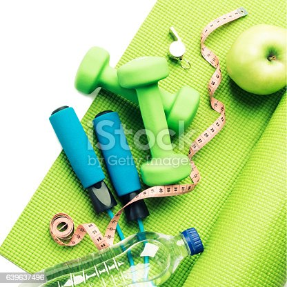 637596492 istock photo Fitness concept - yoga mat, apple, dumbbells and skipping rope 639637496