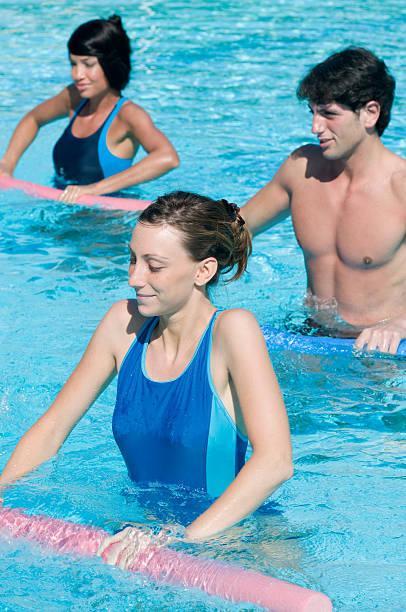 Fitness Training im Wasser-Swimmingpool – Foto