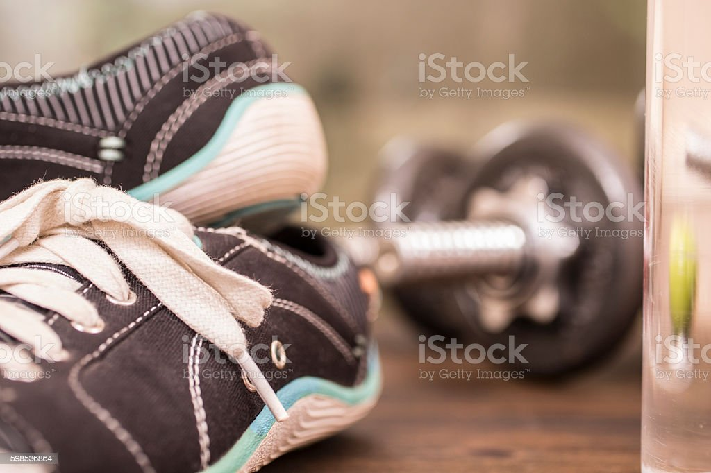 Fitness, exercise themed scene with sneakers, barbells. photo libre de droits