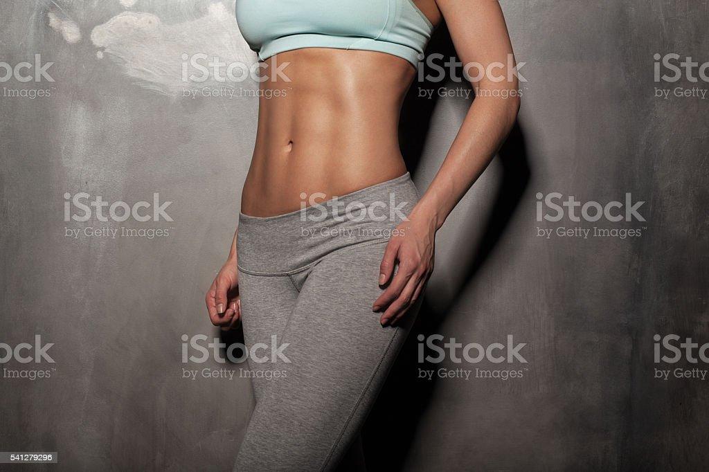 Fitness Frau Mit Muskel Weiblichen Körper Kann Ihr Training Für Die ...