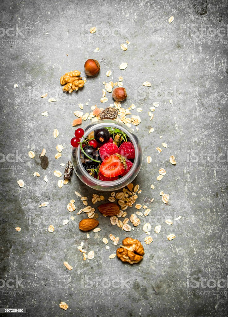Fitness food. Berries with muesli and nuts. photo libre de droits
