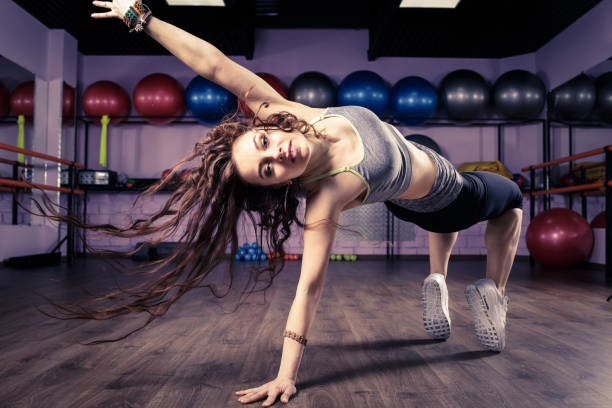 Fitness girl dancing zumba workout in gym – Foto