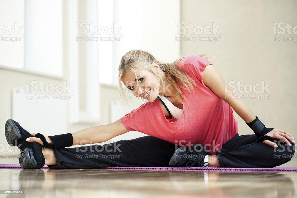 instructor de acondicionamiento físico - Foto de stock de Abrise de piernas libre de derechos