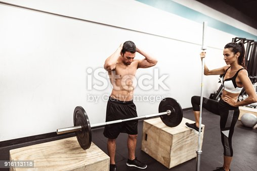 610237160 istock photo fitness man weightlifting in the gym 916113118