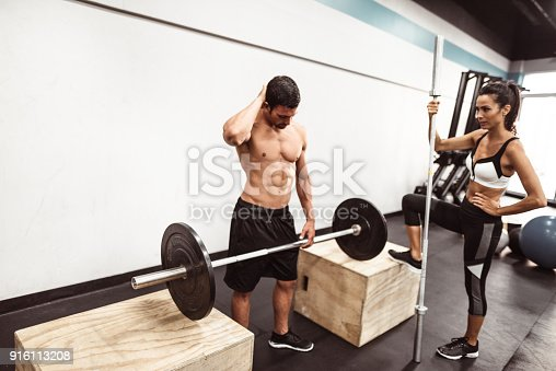 610237160 istock photo fitness man weightlifting in the gym 916113208