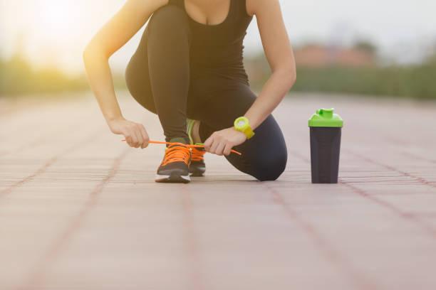 fitness und training nutrtition konzept - diät shakes stock-fotos und bilder