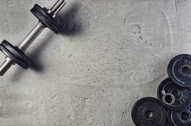 Fitness oder Bodybuilding Hintergrund. Hanteln im Fitnessstudio Stock, Ansicht von oben – Foto