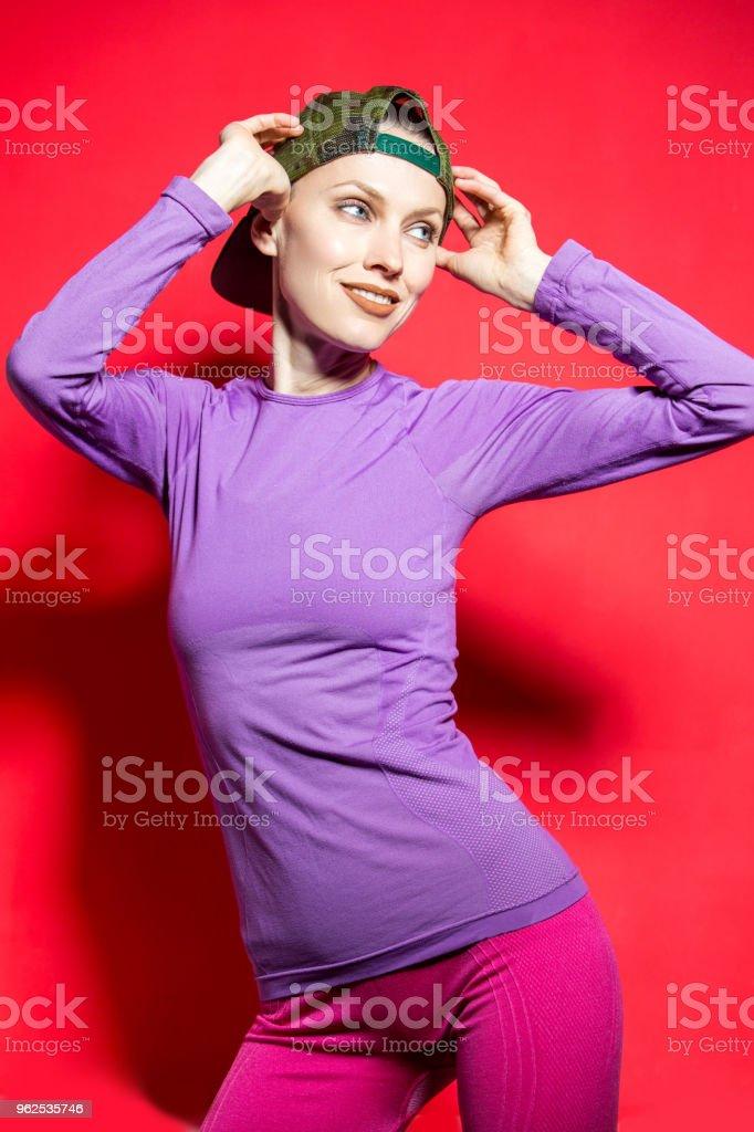 Garota de esporte fitness em roupas brilhantes - Foto de stock de Adulto royalty-free