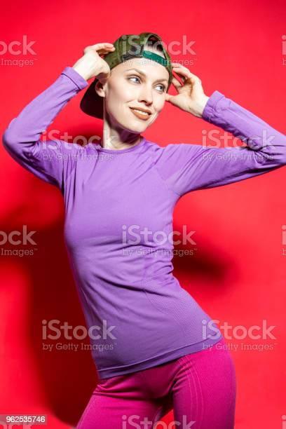 Foto de Garota De Esporte Fitness Em Roupas Brilhantes e mais fotos de stock de Adulto