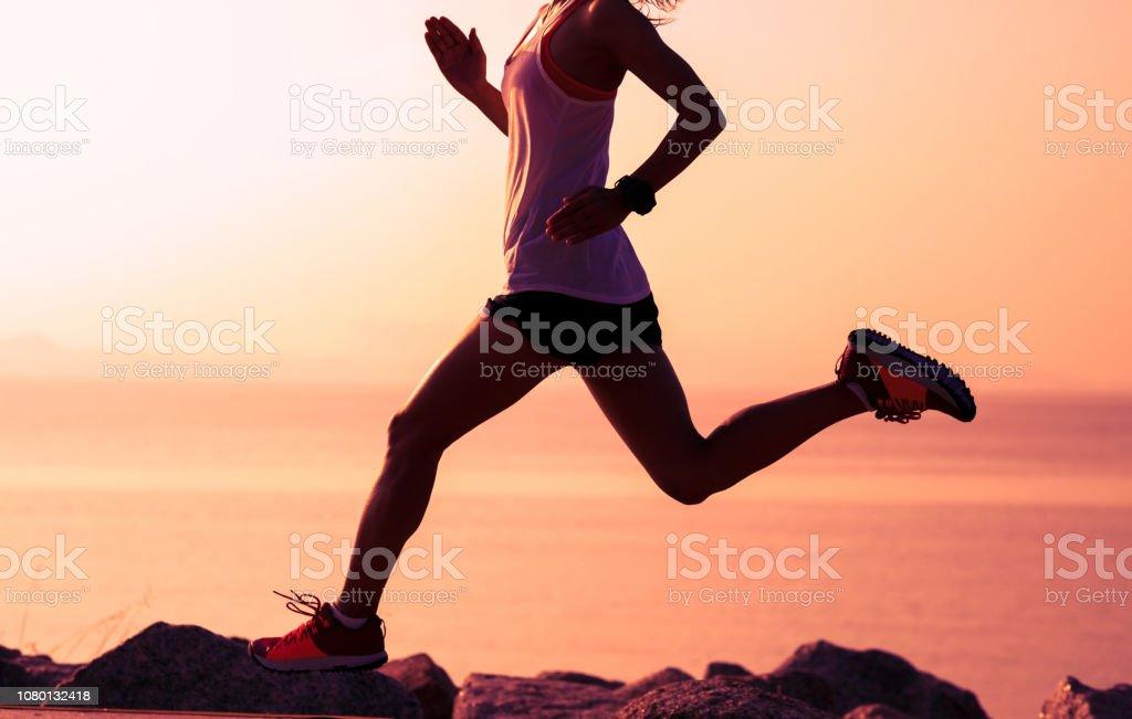 Fitness sportswoman running on sunny coast – zdjęcie