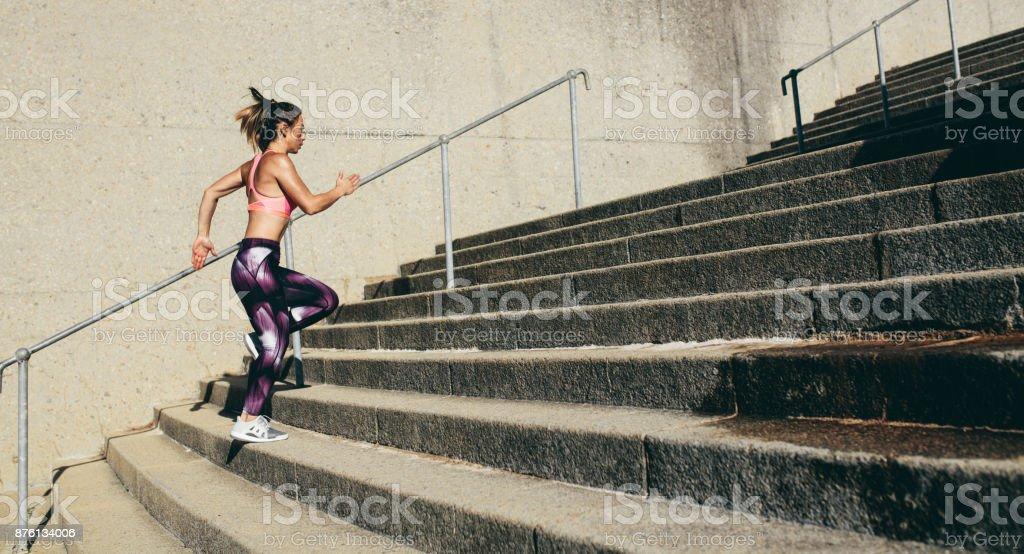 Fitness-Frau unter Schritte - Lizenzfrei Aktiver Lebensstil Stock-Foto