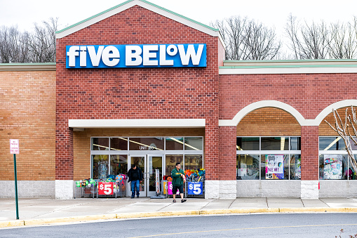 istock Five Below store in Fairfax county, Virginia shop exterior entrance with sign, logo, doors discount dollar chain for teens, pre-teens 961853382