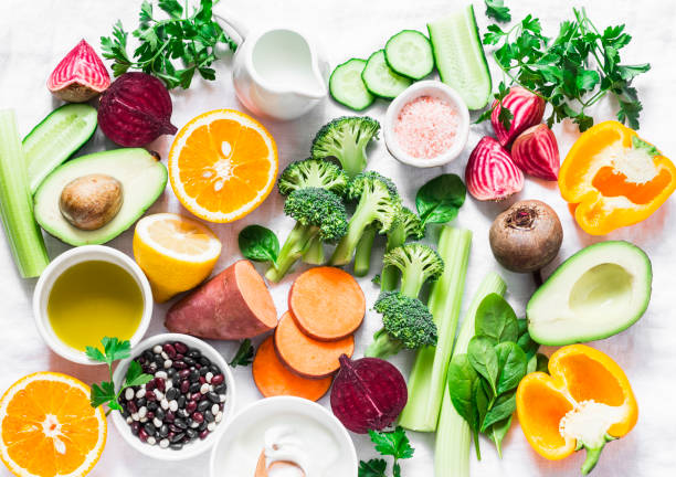 five best vitamins for beautiful skin. products with vitamins a, b, c, e, k - broccoli, sweet potatoes, orange, avocado, spinach, peppers, olive oil, dairy, beets, cucumber, beens. flat lay, top view - antiossidante foto e immagini stock