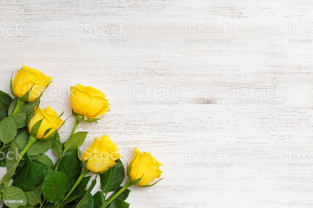 Fünf mal von gelben Rosen – Foto