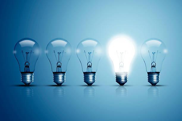 five bulbs and one of them is glowing. - 一個物體 個照片及圖片檔
