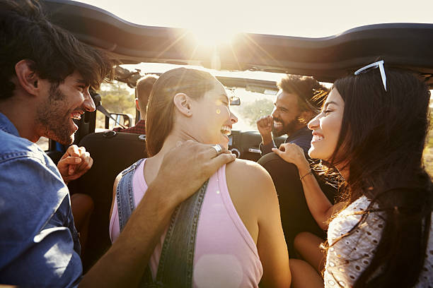 Five friends travelling together on a road trip in a car – Foto
