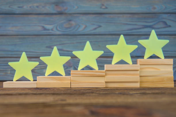five stars on the ladder upgrade rating. - feedback icon imagens e fotografias de stock