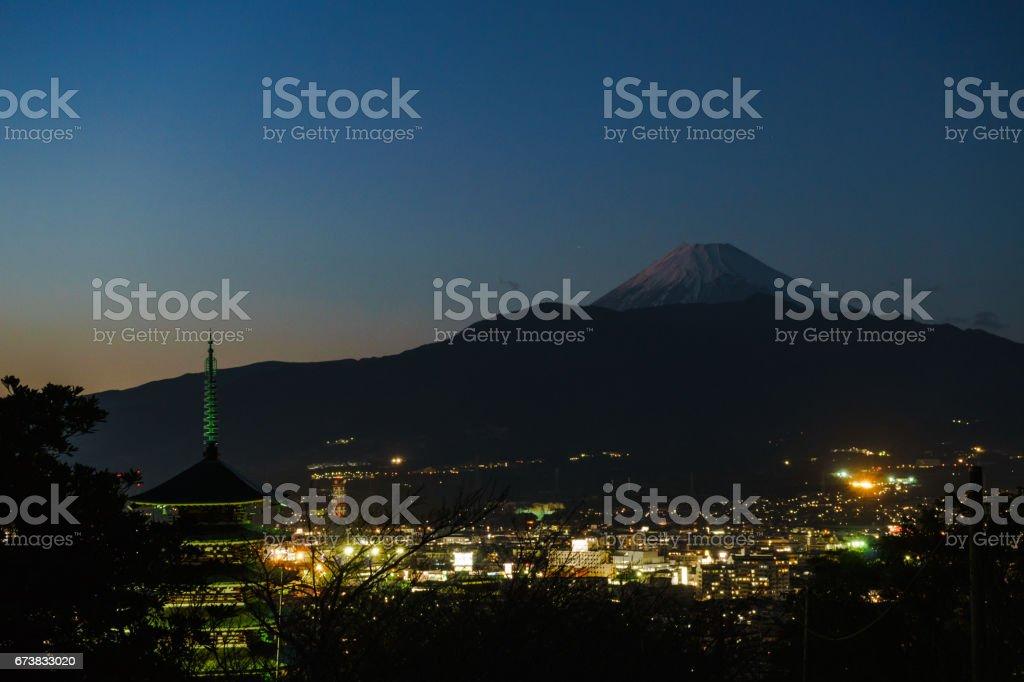 Cinq étages pagode et Mt. Fuji à partir de Kurokiyama photo libre de droits
