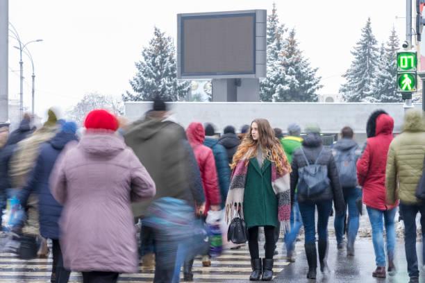 fixed woman on a pedestrian crossing - city walking background foto e immagini stock