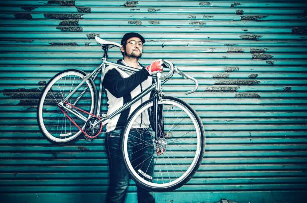rennrad-bikerjacke - fahrradträger stock-fotos und bilder