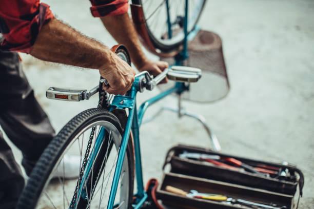 tot vaststelling van de fiets - bijstellen stockfoto's en -beelden