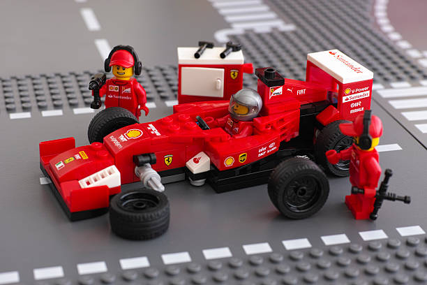 fixing wheels of ferrari f14 t by lego speed champions - formula 1 stok fotoğraflar ve resimler