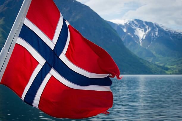 fjords of norway - noorse vlag stockfoto's en -beelden