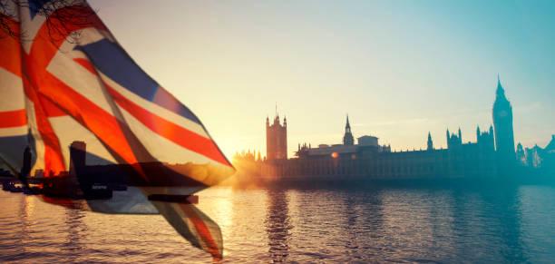 bandeira de uk e big ben - reino unido - fotografias e filmes do acervo