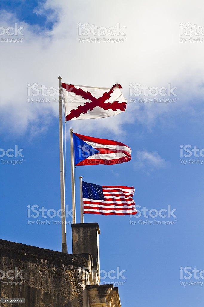 EE. UU. Bandera puertorriqueña y el parque temático Six Flags - foto de stock