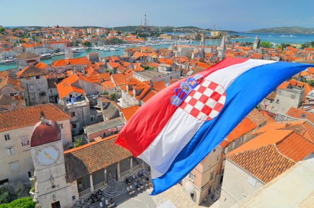 Bandeira e exibição em Trogir, Croácia. - foto de acervo