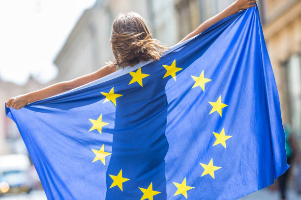 eu flag. cute happy girl with the flag of the european union. young teenage girl waving with the european union flag in the city - jumping zdjęcia i obrazy z banku zdjęć
