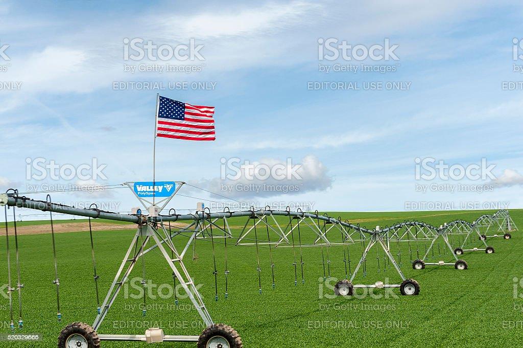 Noi bandiera montata su sistema di irrigazione con pivot for Sistema irrigazione