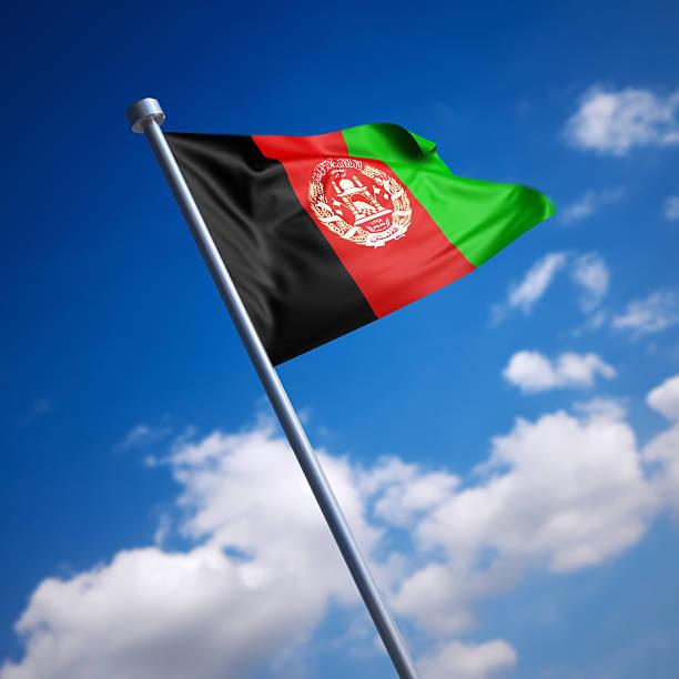 Bandeira do Afeganistão, contra o céu azul - foto de acervo