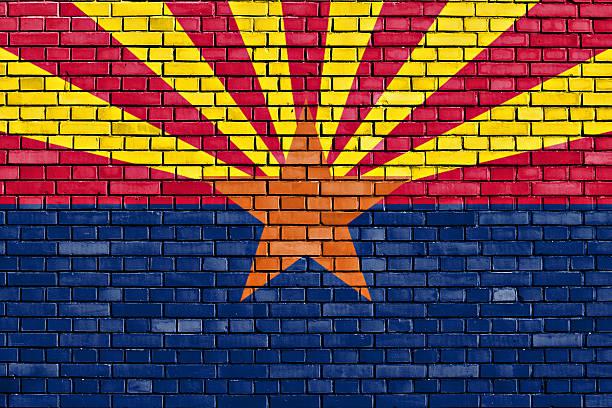 Bandeira do Arizona pintado na parede de tijolos - foto de acervo