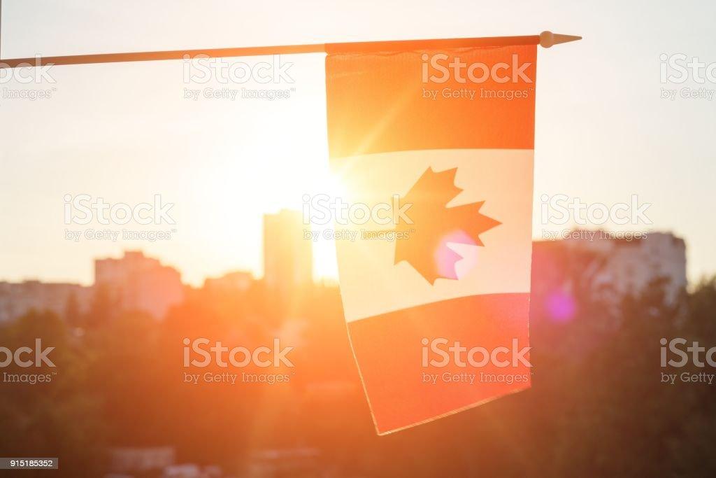 Bandeira do Canadá, do fundo por do sol janela - foto de acervo