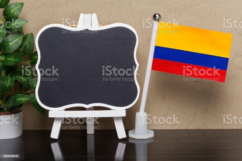 Bandera de Colombia y de la pizarra - foto de stock